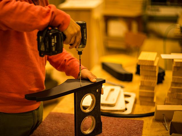 高いデザインと使いやすい機能を兼ね備えたハイエース専用カスタムパーツを生み出せるのは、家具職人ならではのノウハウを持ち合わせているからとも言えます。